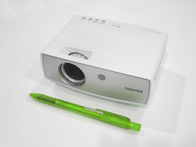 Toshiba ff1 smallest projector on the market for Smallest micro projector