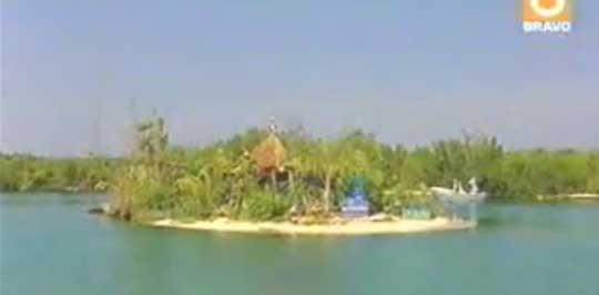 Man Builds an Island on 250,000 Recycled Bottles