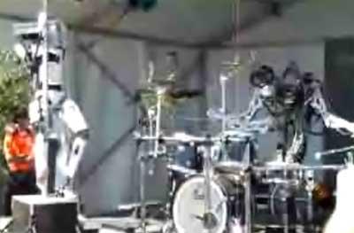 pole_robot_drummer.jpg