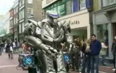robot suite Titan The Robot