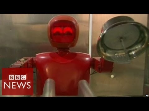 Robot Chefs Serving Food in China