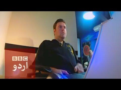 Man Controls Robot Using His Eyes