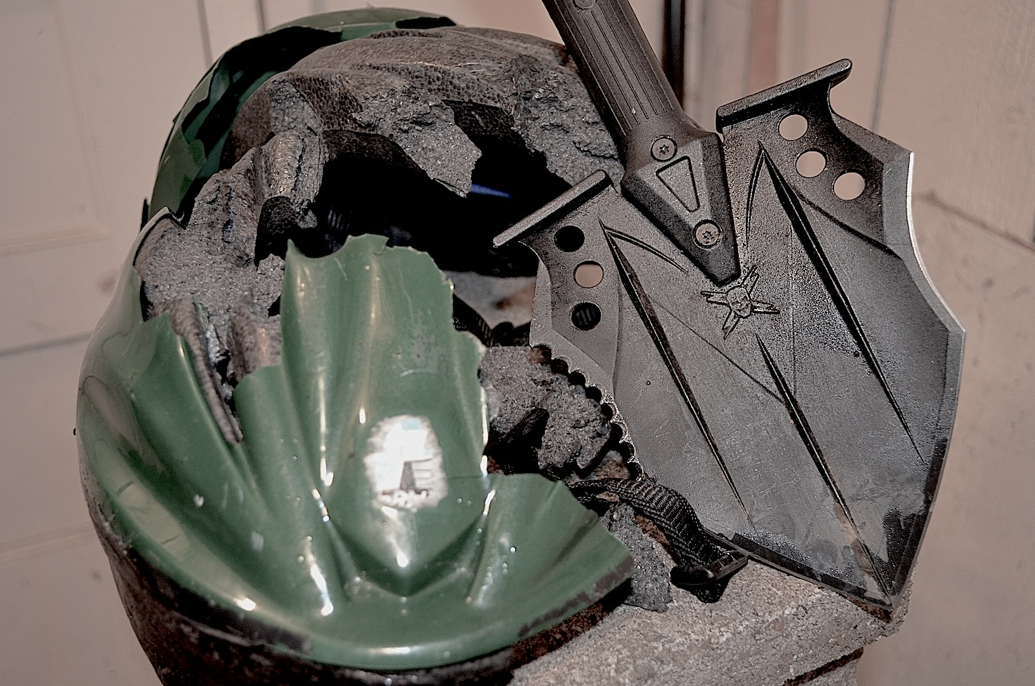 M48 Kommando Tactical Survival Shovel Doubles as Saw and Knife, is Perfect for Zombie Fighting