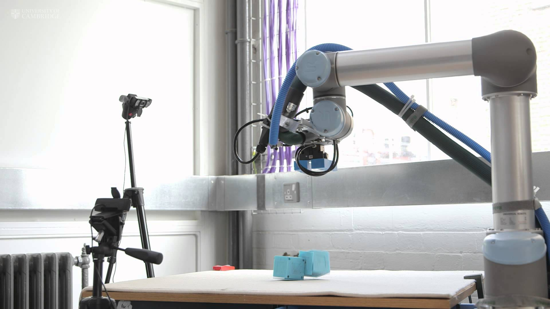 This Robot Builds Other Robots, Learns From Failures, Builds Better Robots