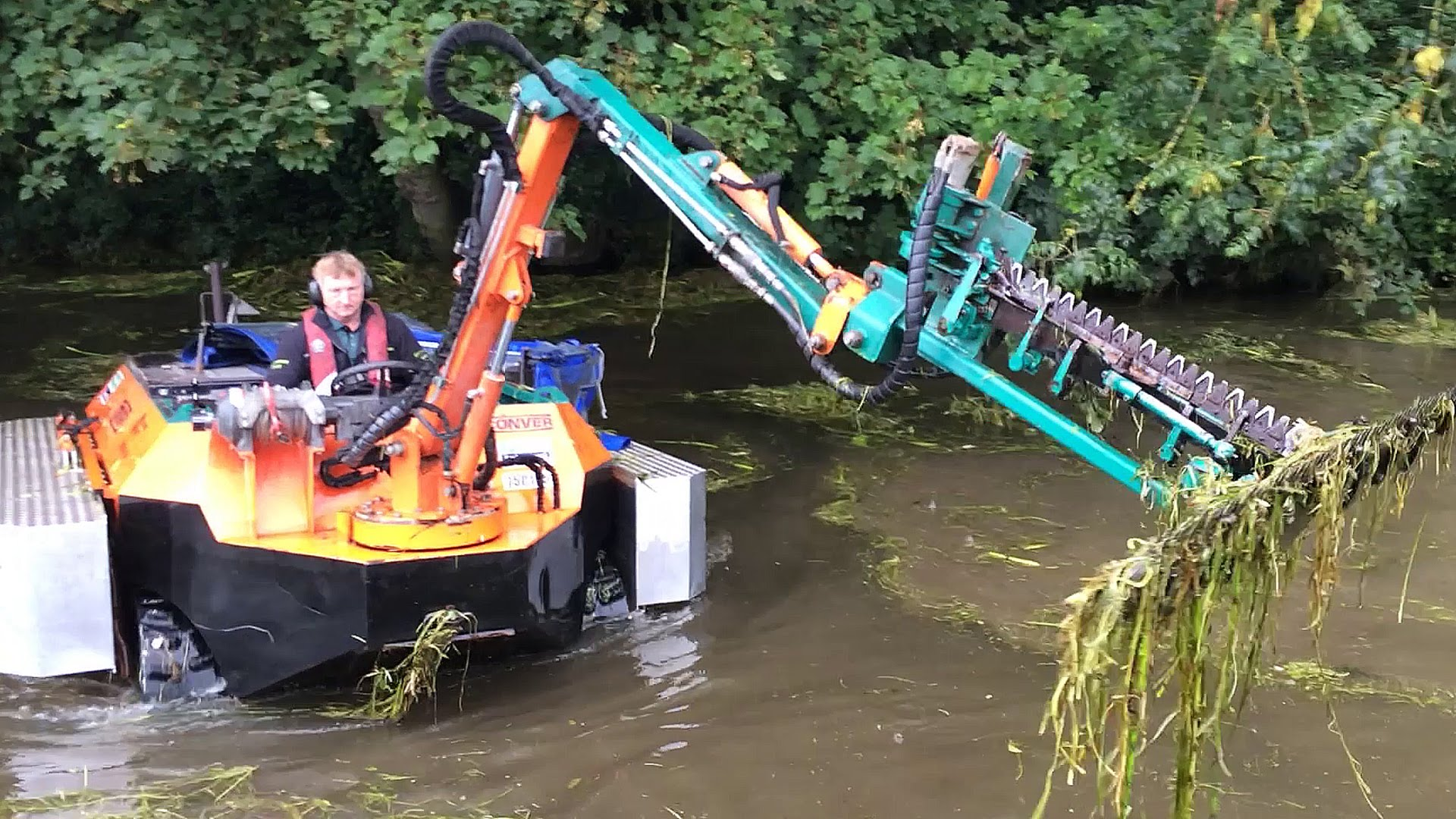 Amphibious Weed-Cutting Boat!