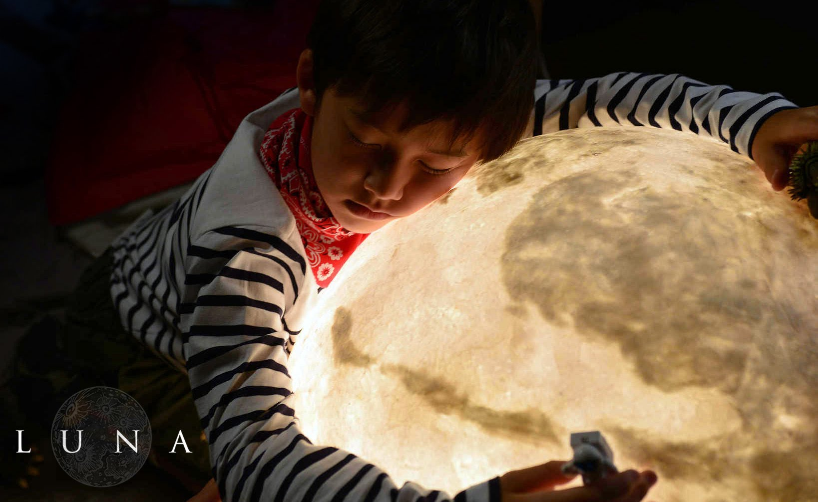 Luna - The Lamp that Looks Like the Moon