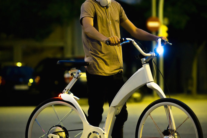 Smartphone-Controlled Gi FlyBike is the First Electric Bike That Can Be Folded in 1-Second