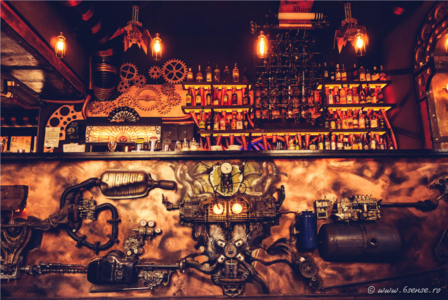 Bar Combines Modern Technology with Victorian Design