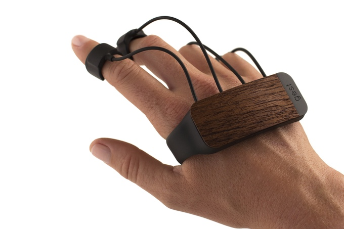 Glove Lets You Control a Computer or Mobile Device in Air