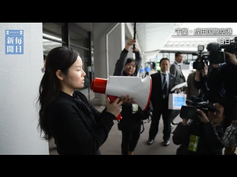 A megaphone that translate into 3 languages instantly