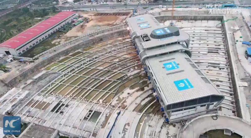 30,000-ton bus terminal moved horizontally in China